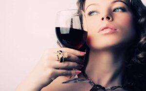 Можно ли при месячных пить алкоголь и в каком количестве