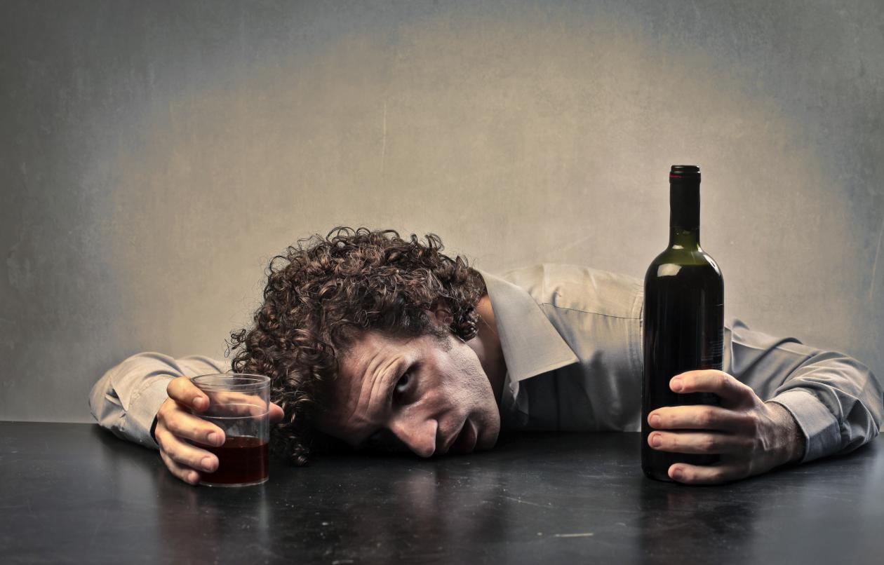 Алкогольная абстиненция: симптомы белой горячки во время отмены алкоголя