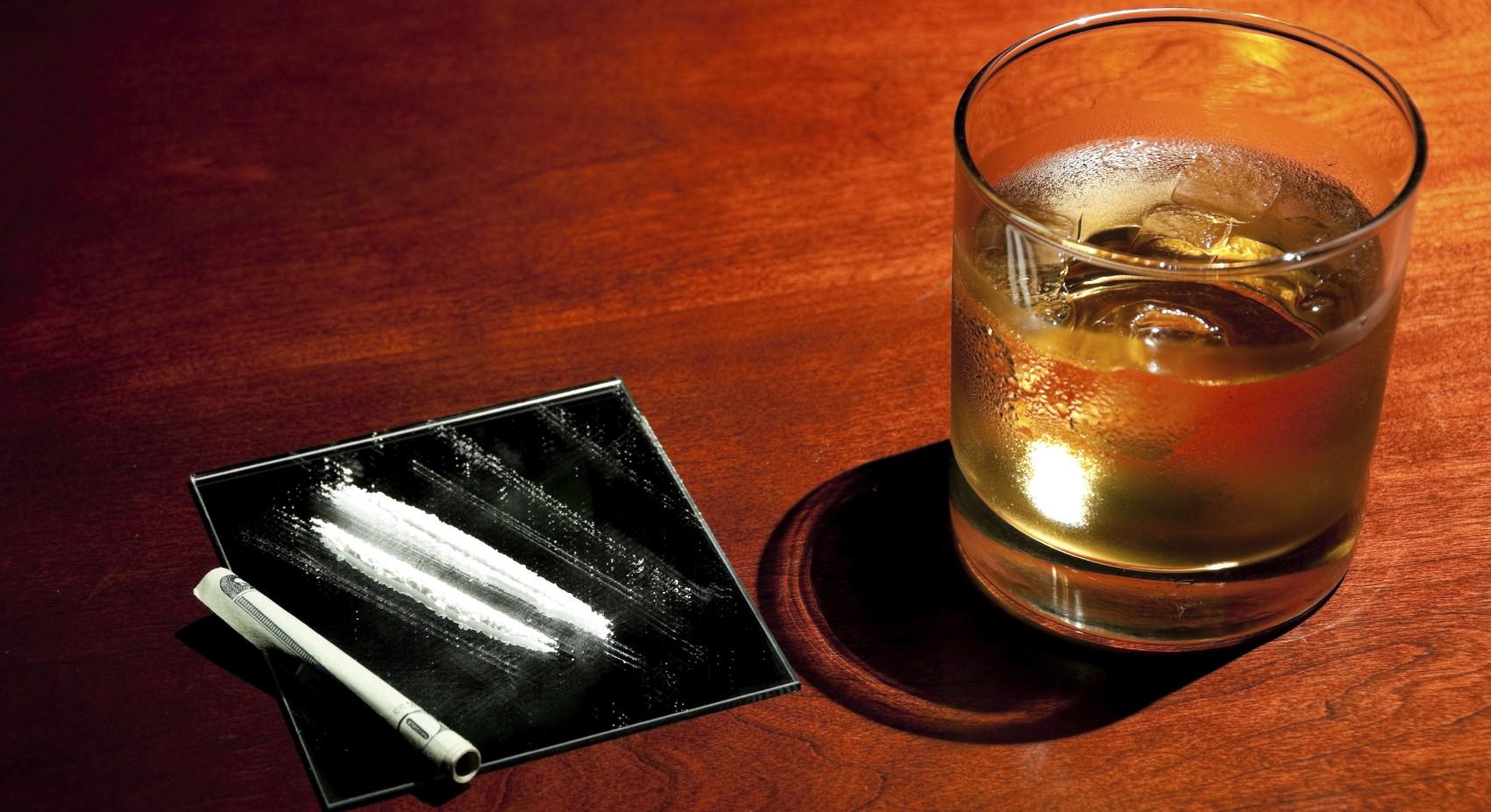 Незаконные наркотики и алкоголь: опасная смесь