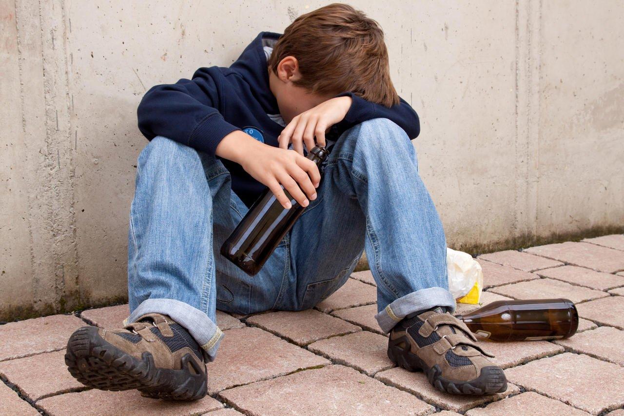 Алкоголь и подростки: вред и как определить, что ребенок начал пить