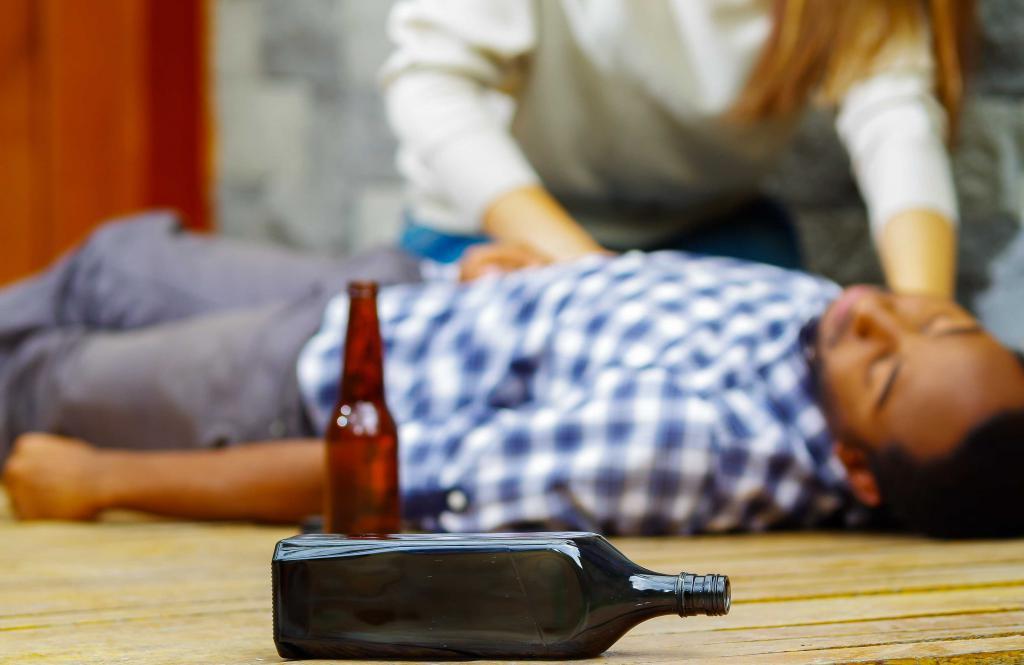 Признаки алкогольного отравления: что надо и не надо делать.